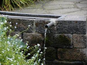 watermuurtje rond het terras